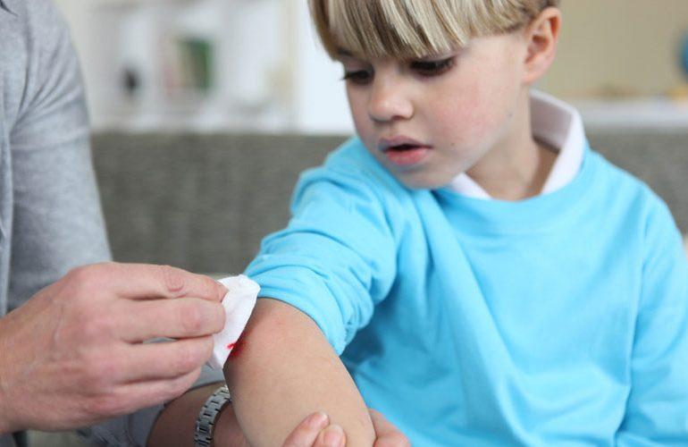 Как сделать травму ребенку