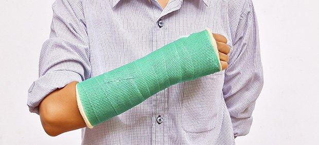 Перелом лучевой кости руки: лечение, срок срастания и методы ...