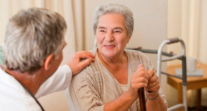 Пожилой пациент у врача