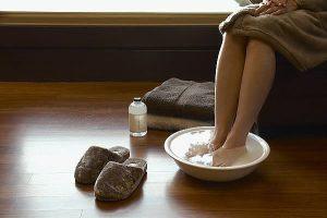 Чем помазать синяк на ноге