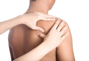 Изображение - Лечение перелома плечевого сустава бугорка massazh-pri-perelome-klyuchicy-300x205