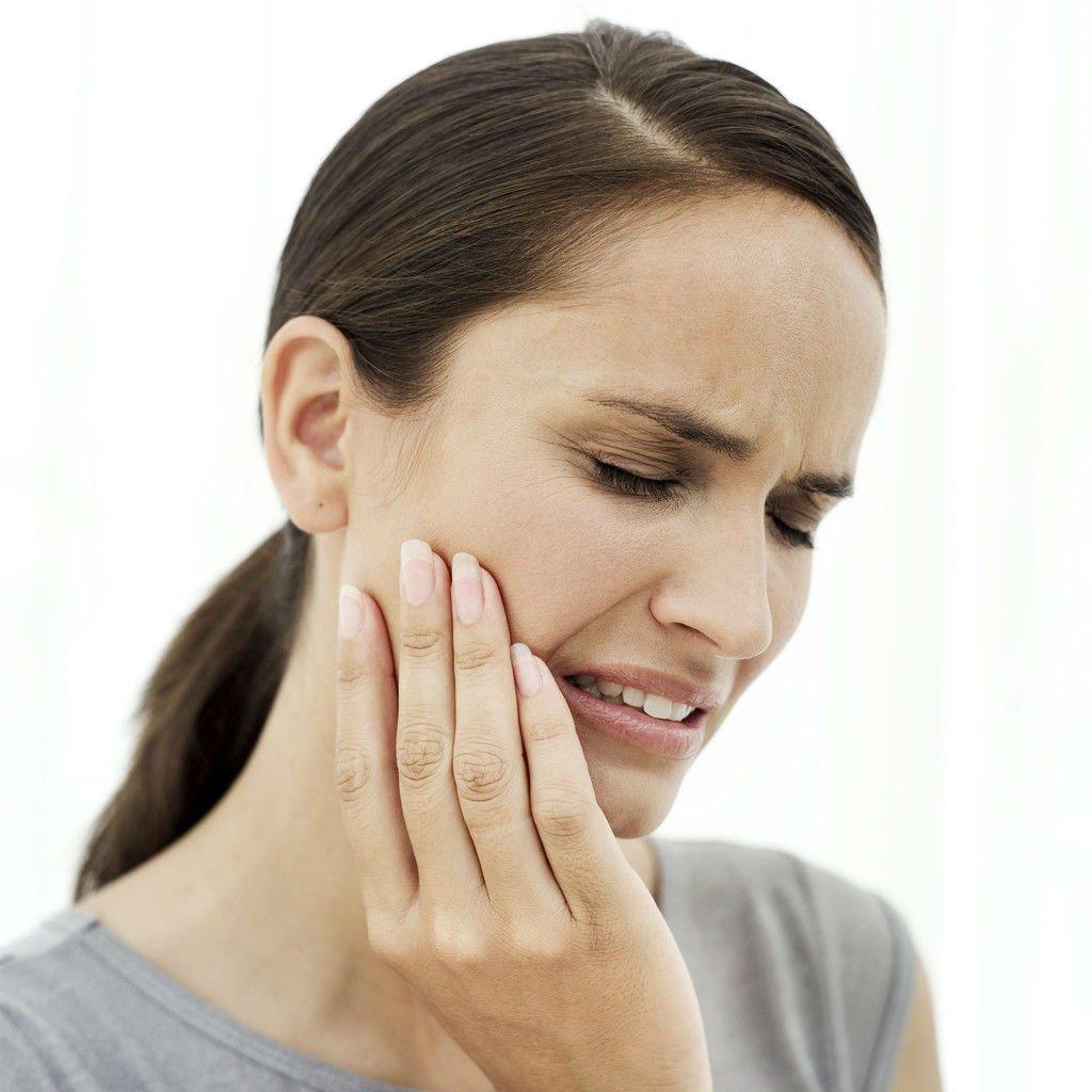 Подвывих челюсти, симптомы и способы устранения