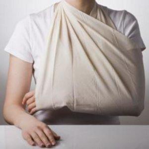 Первая медицинская помощь при вывихе плеча