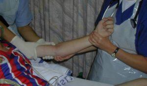 Изображение - Привычный вывих локтевого сустава у ребенка osmotr-luchevoj-kosti-300x176