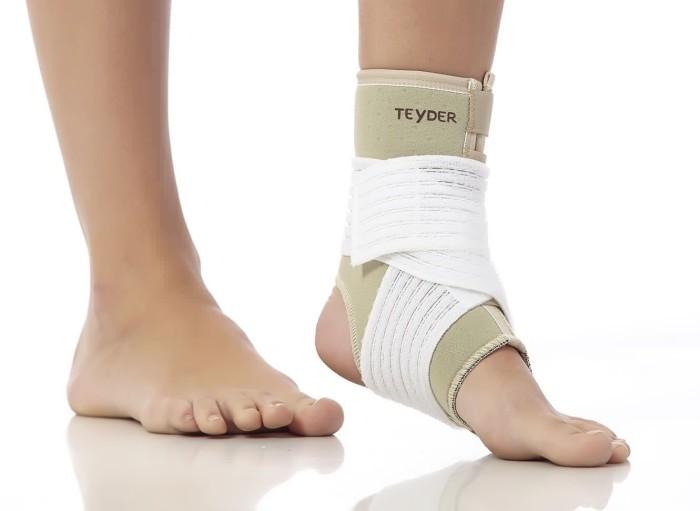 Вывих ноги: симптомы и первая помощь