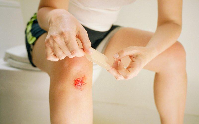 Первая помощь при ушибленных ранах: порядок действий, обработка ...